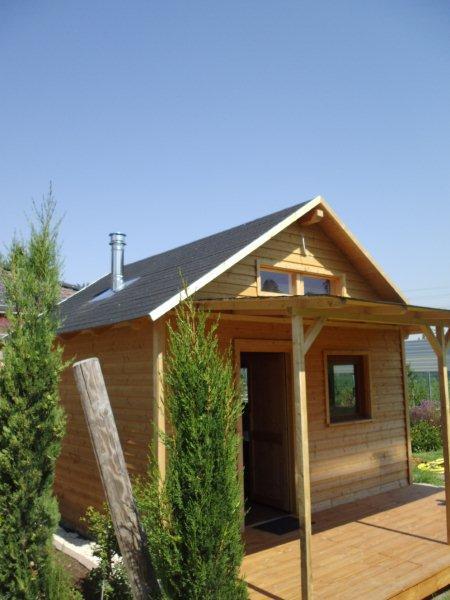 Holzhaus mit Ofen